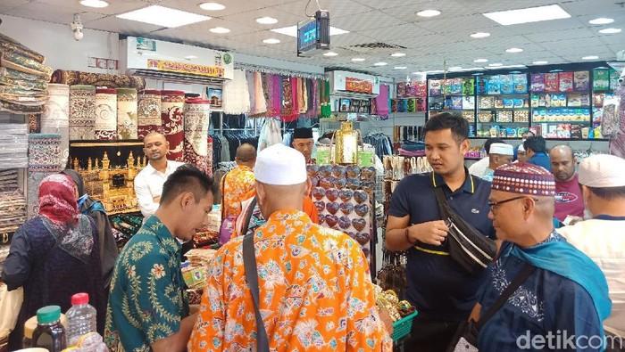 Foto: Jemaah di Pasar Balad (Vino-detikcom)