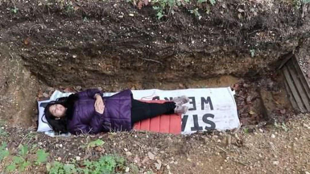 Viral Sampai Antre, Mahasiswa Tidur di Kuburan untuk Terapi Stres