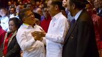 Pada acara ini, tampak Presiden PKS Sohibul Iman sempat menghampiri Jokowi. Jokowi dan Sohibul berjabat tangan dengan erat. (Muchlis Jr/Biro Pers Sekretariat Presiden)