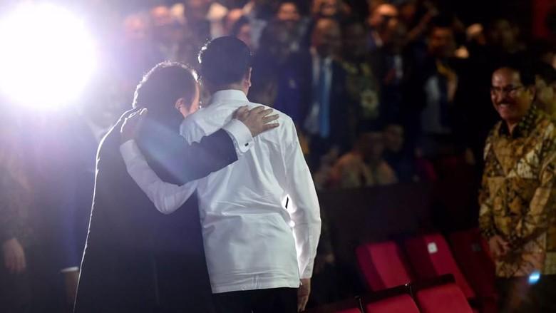 Jokowi Ungkap Makna di Balik Rangkulan-Salaman dengan Paloh-Sohibul