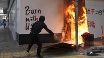 Seorang Pria Dibakar Setelah Bertengkar dengan Demonstran Hong Kong