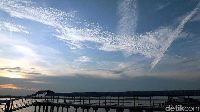 Dermaga Pulau Buru saat menjelang sore (Foto: Rengga Sancaya/detikcom)