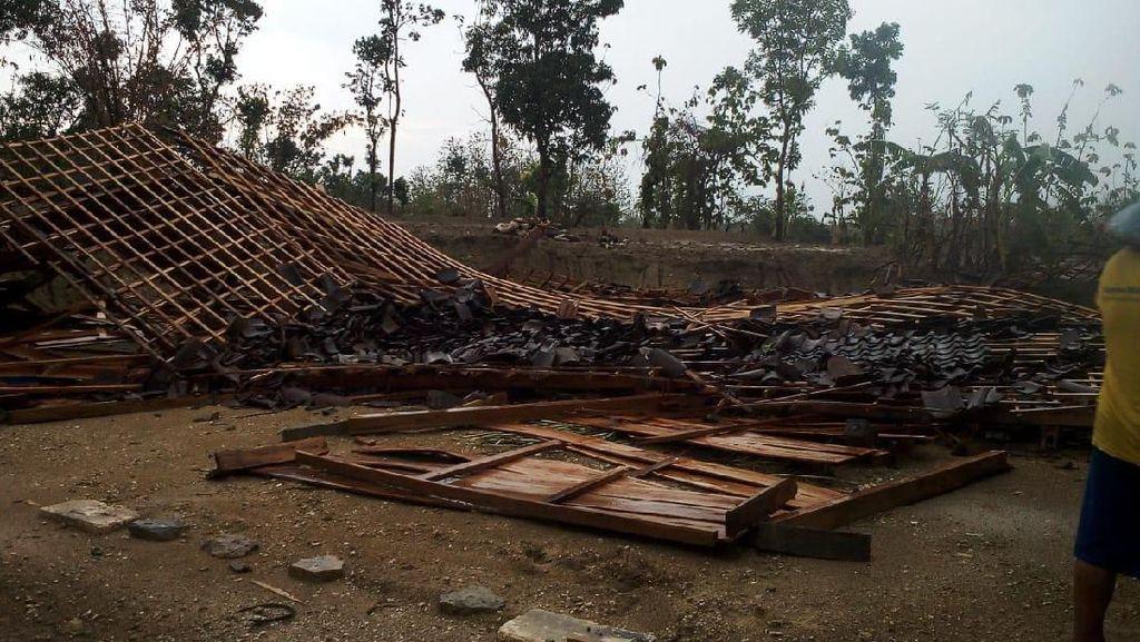Angin Kencang Terjang Jatim, 12 Kabupaten dan Kota Terdampak