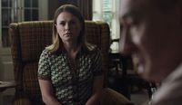 Aksi Anna Paquin di film 'The Irishman'.