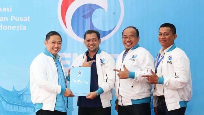 Ketum Partai Gelora Anis Matta dan Hadi Mulyadi (kedua dari kiri) (Foto: Dok. Istimewa)