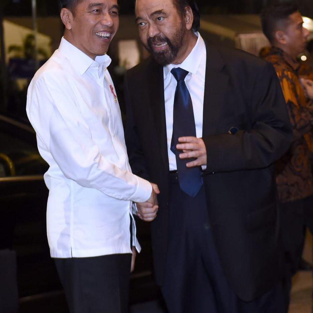 Berpelukan Erat, Jokowi-Paloh Dinilai Masih Saling Butuh