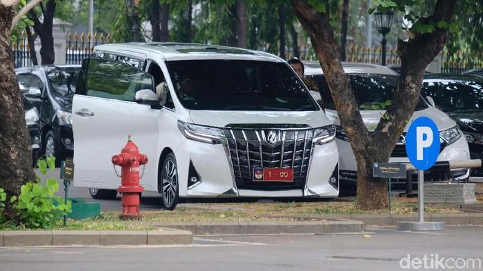 Mobil Alphard putih Prabowo (Andhika/detikcom)