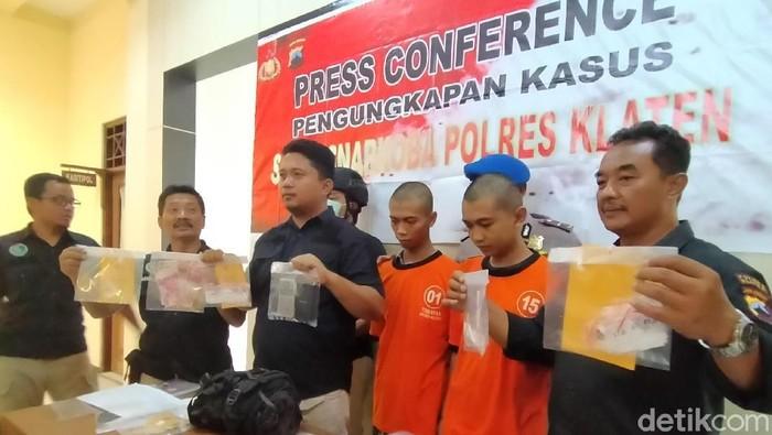 Dua pengedar sabu yang dibekuk Polres Klaten (Achmad Syauqi/detikcom)