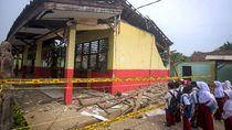 Giliran Sekolah di Tangerang Ambruk Imbas Hujan Deras