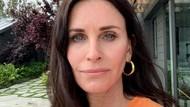 Ulang Tahun ke-56, Courteney Cox Tampil Seksi dengan Bikini Hitam