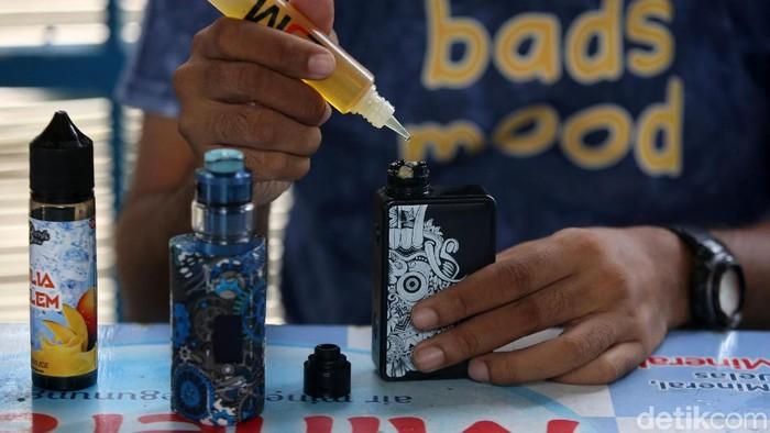 Pemerintah berniat melarang penggunaan rokok elektrik dan vape di Indonesia. Larangan itu diusulkan oleh Badan Pengawas Obat dan Makanan (BPOM).
