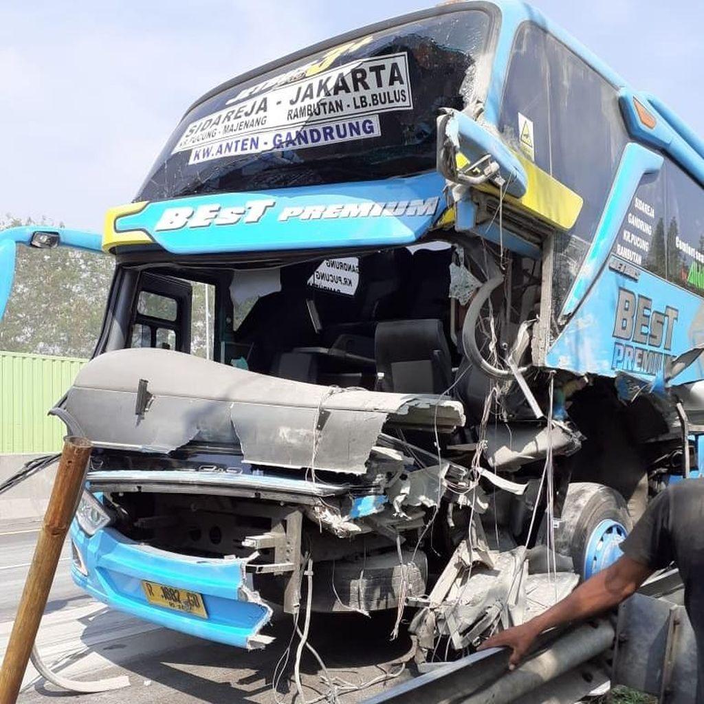 Video Kecelakaan di Tol Cipularang Km 96, Kepala Bus Hancur