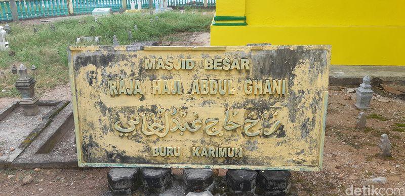 Di era Kesultanan Lingga-Riau ada dua masjid pertama yang dibangun di kabupaten ini. Lalu ada dua lagi tersebar di Pulau Penyengat dan Kabupaten Lingga (Foto: Ahmad Masaul Khoiri/detikcom)