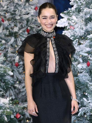 7 Fakta Mengejutkan Emilia Clarke, Artis yang Ajak Kencan Donatur Corona