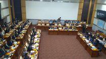 Di Rapat Komisi I, Menlu Ditanya soal Antrean di KBRI Kuala Lumpur