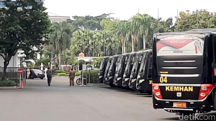 Mobil Dubes Saudi memasuki kantor Kemenhan. (Lisye Sri Rahayu/detikcom)