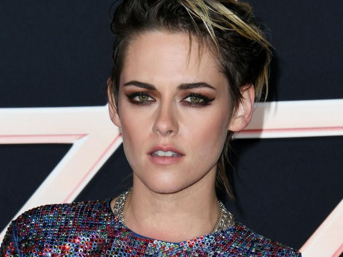 LONDON, ENGLAND - NOVEMBER 20:  Kristen Stewart attends the