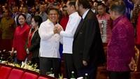 Jokowi dan Sohibul terlihat akrab. Senyum merekah di antara keduany, juga orang-orang di sekitarnya. (Muchlis Jr/Biro Pers Sekretariat Presiden)