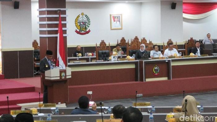 Gubernur Sulawesi Selatan Nurdin Abdullah di paripurna DPRD Sulsel (Noval Dhwinuari/detikcom)