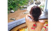 Liburannya Artis Bollywood yang Pamer Foto Topless di Bali