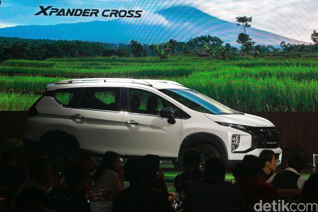 PT Mitsubishi Motors Krama Yudha Sales Indonesia (MMKSI) akhirnya meluncurkan varian baru Xpander bergaya SUV, dengan nama Xpander Cross. Peluncuran Mitsubishi Xpander Cross diselenggarakan di Hotel Intercontinental, Jakarta Selatan, Selasa (12/11/2019).