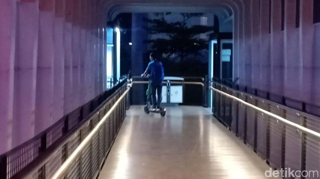 Dilarang di Trotoar-JPO, Skuter Listrik Boleh Pakai Jalur Sepeda