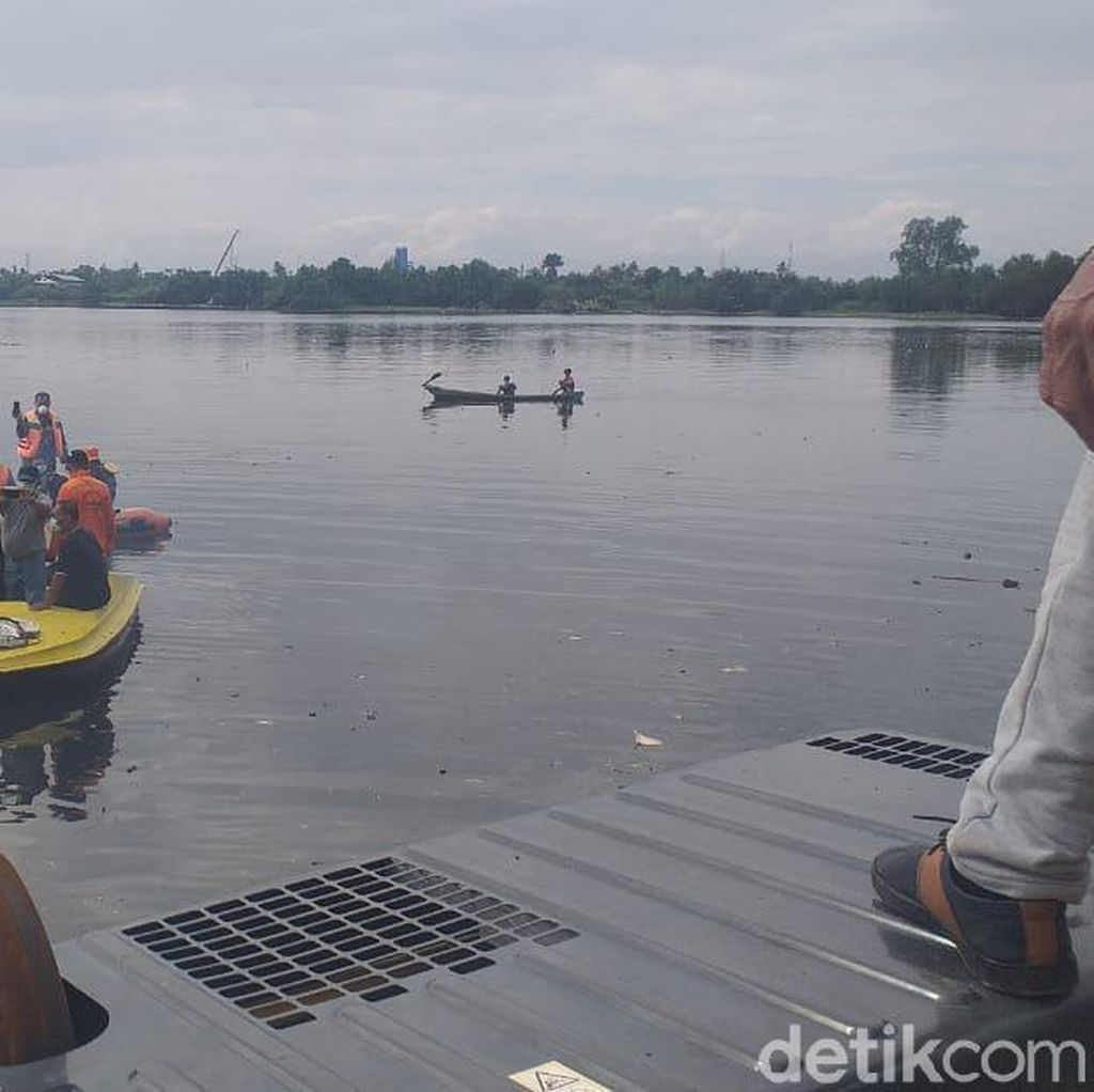 Ratusan Bangkai Babi yang Diangkut dari Danau Siombak Medan Dikubur