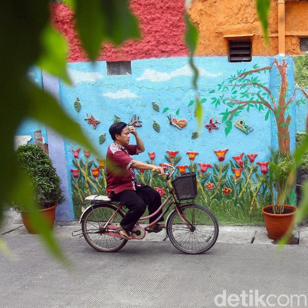 Mural 3D Bertema Kota Jakarta Warnai Kawasan Taman Sari