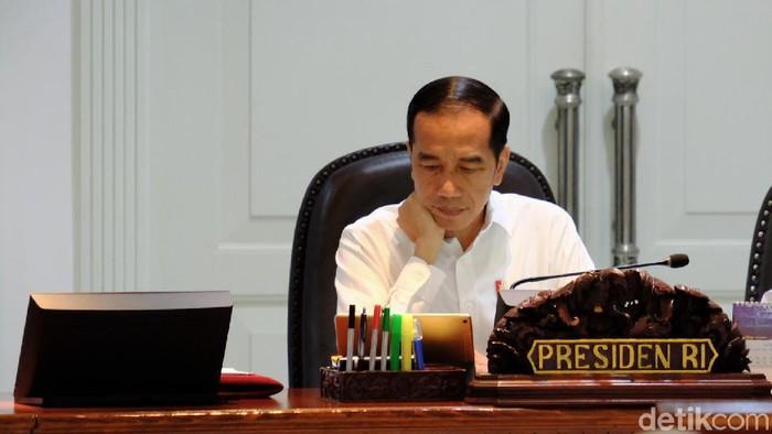 Jokowi memimpin rapat terbatas. (Dika/detikcom)