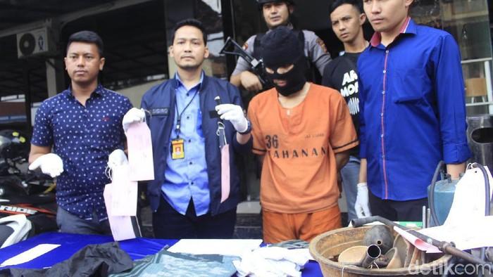 Polres Cimahi menangkap pelaku perampokan emas di Bandung Barat. (Yudha Maulana/detikcom)