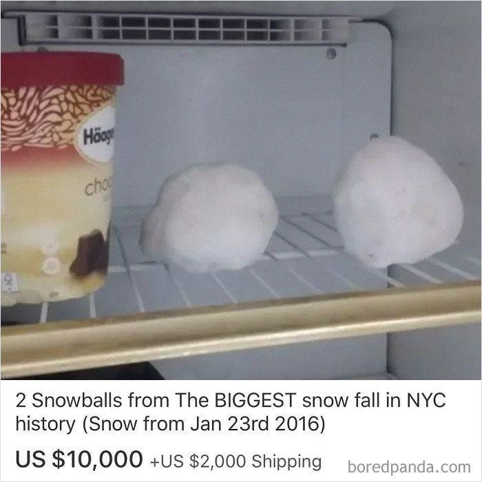 Tak usah heran, bola-bola es yang disimpan dekat es krim cokelat di freezer ini juga dijual. Disebut sebagai 'snow ball' terbesar dalam sepanjang sejarah musim salju di New York. Harganya USD 10.000 atau Rp 140 juta. Foto: Instagram @ebaybae
