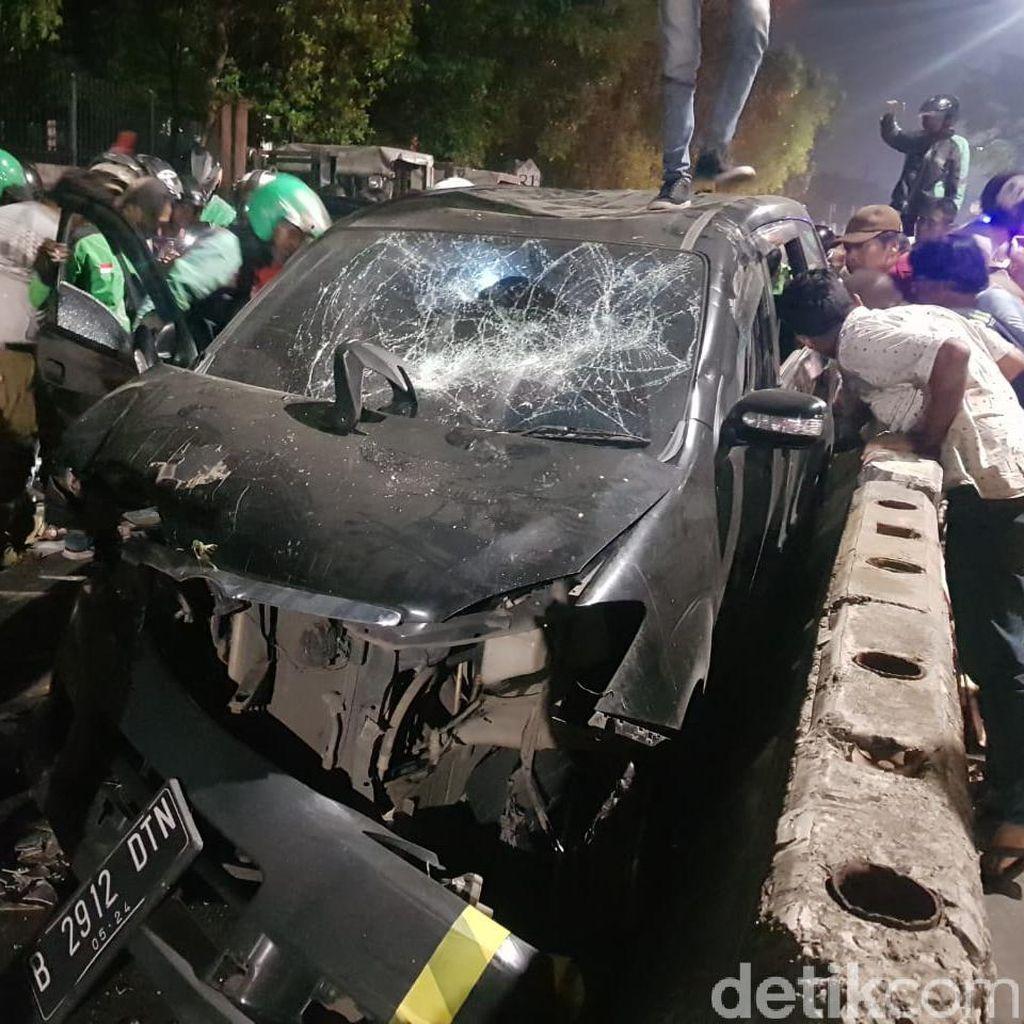 Belasan Motor Kejar dan Amuk Mobil Hitam di Pasar Minggu, Kenapa?