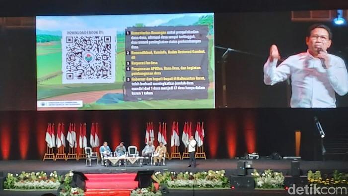 Menteri Desa, Pembangunan Daerah Tertinggal, dan Transmigrasi (Mendes PDTT) Abdul Halim Iskandar mengucapkan lima salam di acara Forkopimda. (Zunita/detikcom)