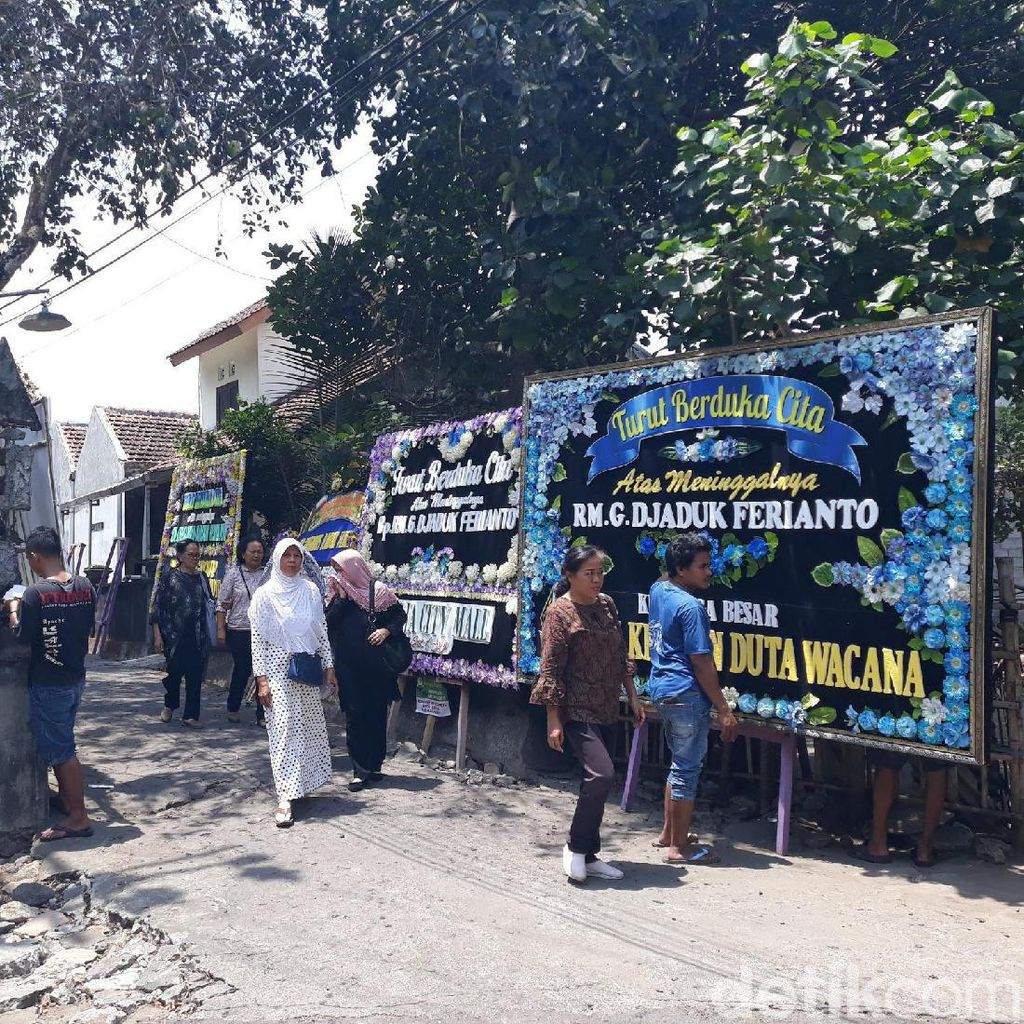 Dari Seniman hingga Menteri Kirim Karangan Bunga untuk Djaduk Ferianto