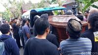 Djaduk meninggal karena serangan jantung. Ia dimakamkan di pemakaman keluarga di Dusun Sembungan, Tamantirto, Kasihan Bantul. Foto: Pradita Rido Perdana/detikHOT