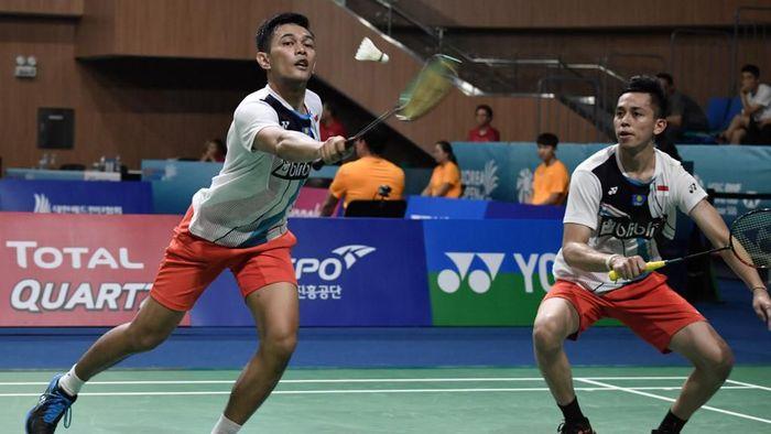 Fajar Alfian/Muhammad Rian Ardianto lolos ke babak kedua Hong Kong Open 2019 (Foto: Jung Yeon-je / AFP)