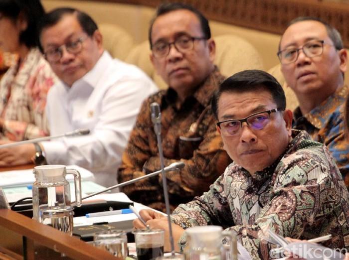 Mensesneg Pratikno bersama Kepala KSP Moeldoko dan Seskab Pramono Anung hadiri raker bersama Komisi II DPR. Apa saja yang dibahas dalam raker itu?