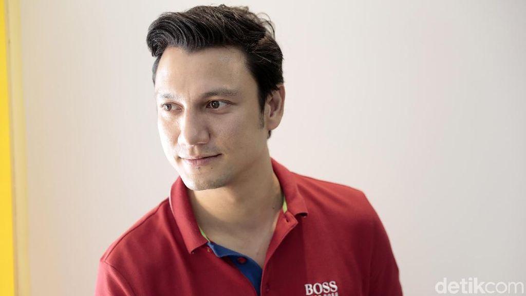 Hiii... Christian Sugiono Selalu Dapat Tanah untuk Tinggal Dekat Kuburan