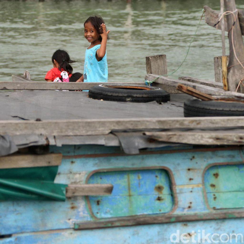 Melihat Keceriaan Anak-anak Bermain di Kampung Nelayan