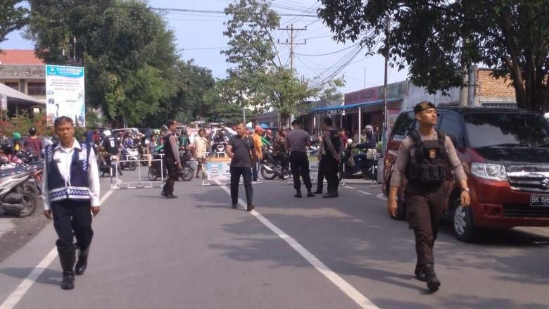 Jalan Sekitar Polrestabes Medan Ditutup Usai Ledakan Bom Bunuh Diri