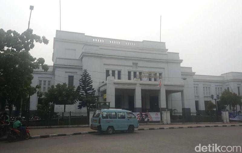 Berada di ujung utara Jakarta, Stasiun Tanjung Priok menyimpan sejarah menarik. (Syanti/detikcom)