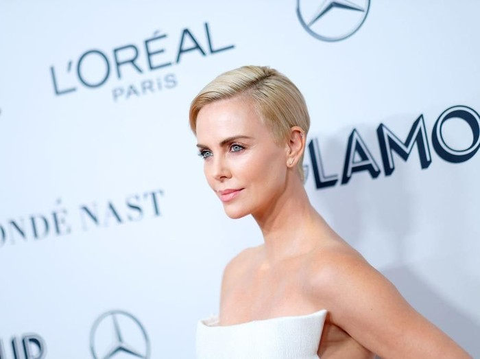 Charlize Theron di ajang Glamour Women of the Year 2019. (Foto: Getty Images)