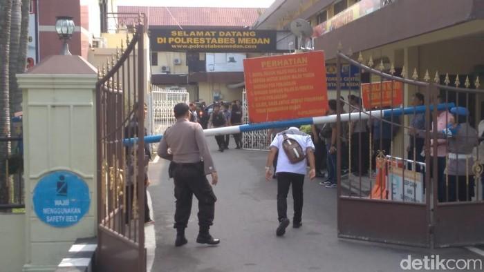 Foto: Suasana di Polrestabes Medan usai bom bunuh diri (Datuk Haris Molana/detikcom)