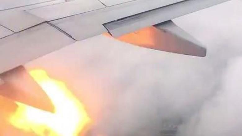 Mesin pesawat terbakar (dok. Facebook)