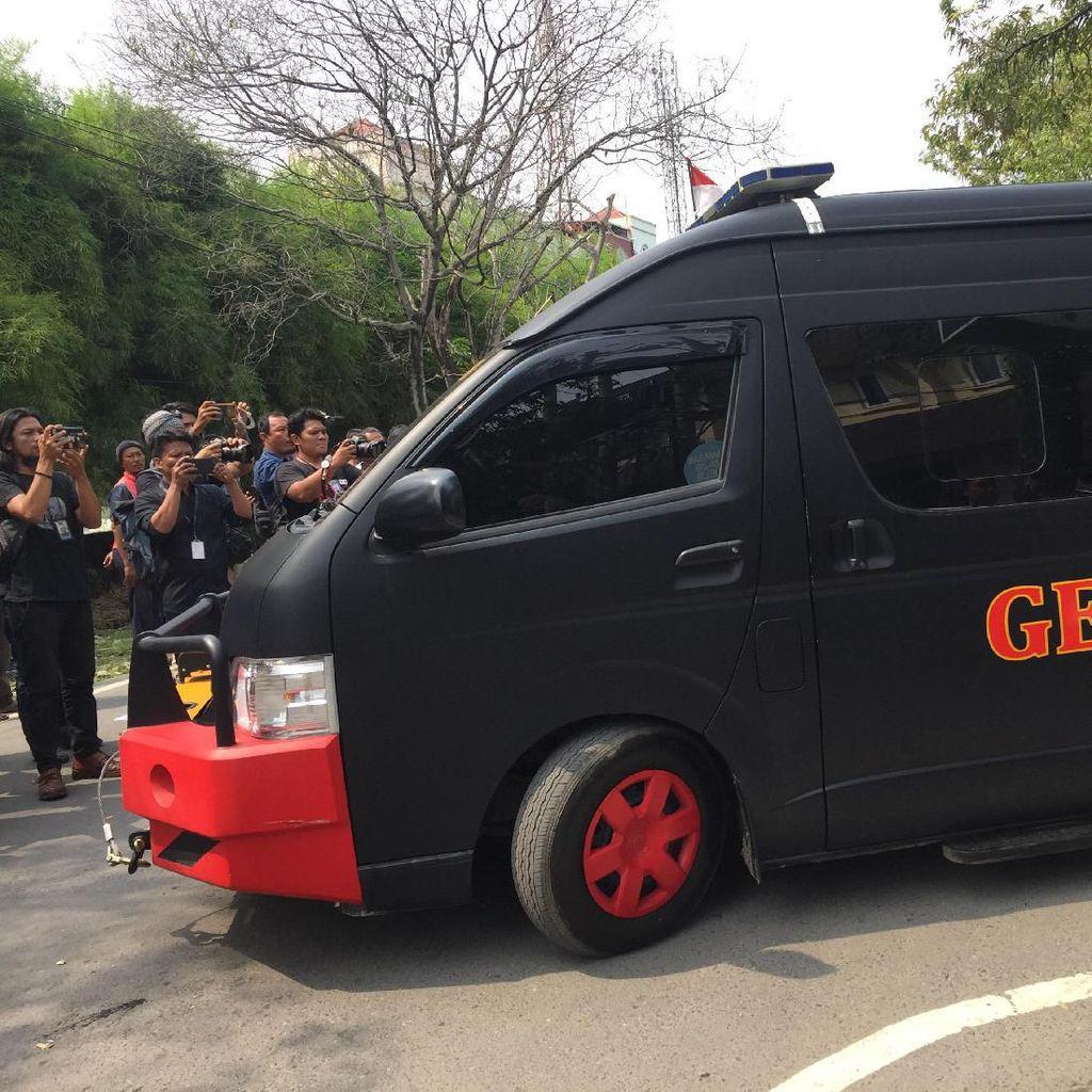 Olah TKP Bom Bunuh Diri di Polrestabes Medan Usai, Lokasi Dibersihkan