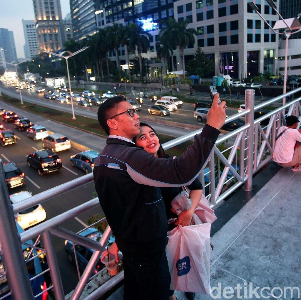 Makin Viral, JPO Sudirman Jadi Wisata Alternatif