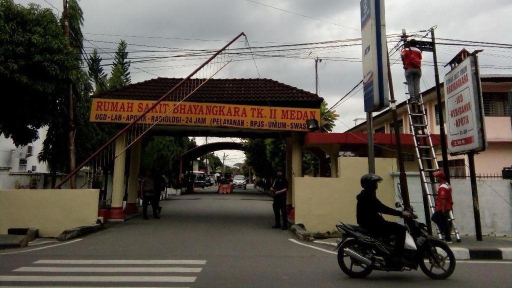 2 Ambulans Tiba di RS Bhayangkara Usai Bom Bunuh Diri di Polrestabes Medan