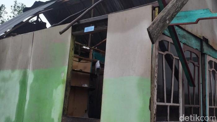 Rumah rusak akibat angin kencang di Banyuasin. (Dok. BPBD Sumsel)