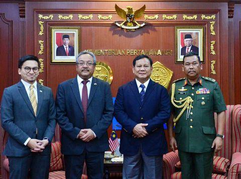 Prabowo saat menerima kunjungan Duta Besar Malaysia di Kemhan.