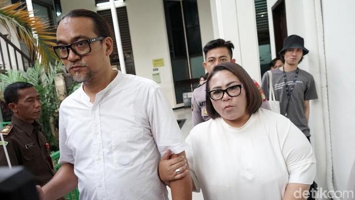 Nunung dan Jan Sambiran saat ditemui di Pengadilan Negeri Jakarta Selatan.